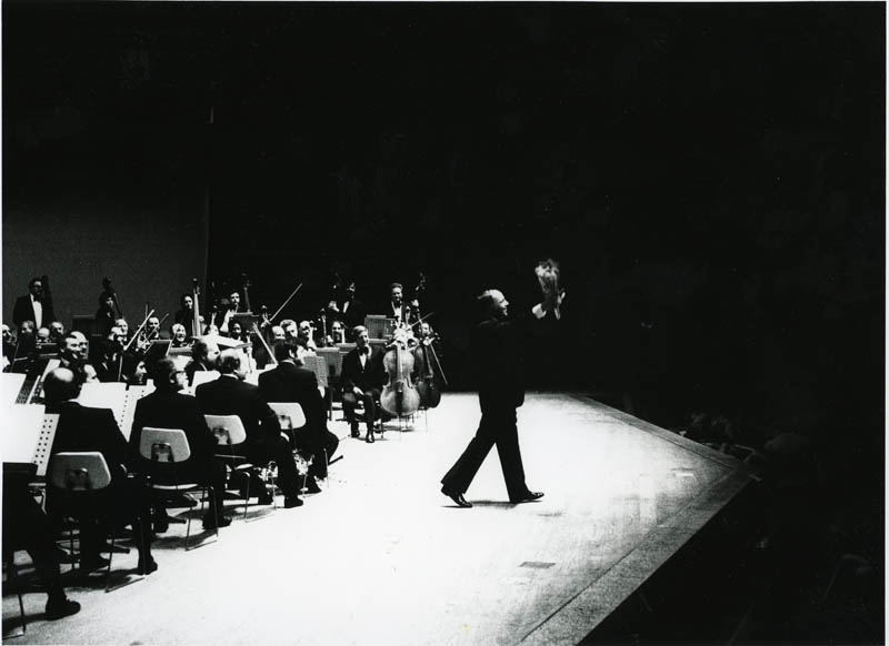 Boulez's tours with the Philharmonic included the August–September 1974 tour of New Zealand, Australia, and Japan. Here Boulez bows after a concert in Tokyo.