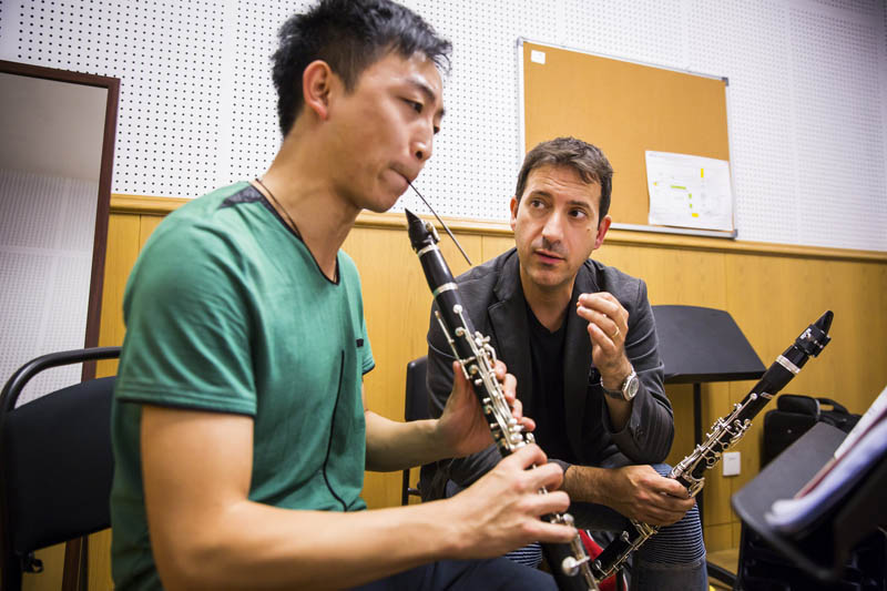 <b>Shanghai, July 7, 2016, 2:49PM:</b> Clarinetist Pascual Martínez Forteza teaches a private lesson.