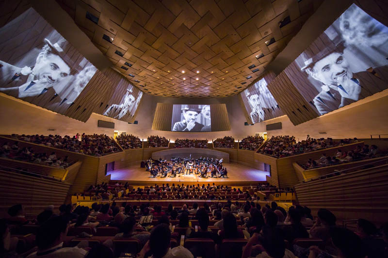 <b>Shanghai, July 7, 2016, 9:03PM:</b> That night the Philharmonic performs the score to Chaplin's classic <em>City Lights</em> (composed by Chaplin himself) as the complete film is screened. Timothy Brock, who restored the score for live performance, conducts. The Philharmonic's performances are part of Music in the Summer Air (MISA), the festival organized by the Shanghai Symphony Orchestra.