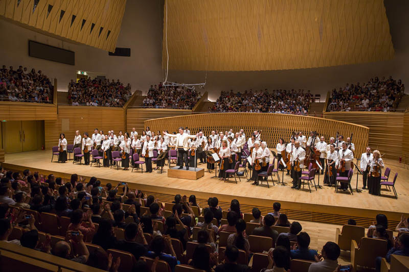 <b>Shanghai, July 8, 2016, 9:36PM:</b> That's a wrap. Alan Gilbert and the New York Philharmonic take their final bow of the Orchestra's second annual performance residency as part of the Shanghai Orchestra Academy and Residency Partnership. Next stop: Vail, Colorado, for the 14th annual Bravo! Vail summer residency (after a brief respite in New York City). Thank you, Shanghai, and see you next summer!
