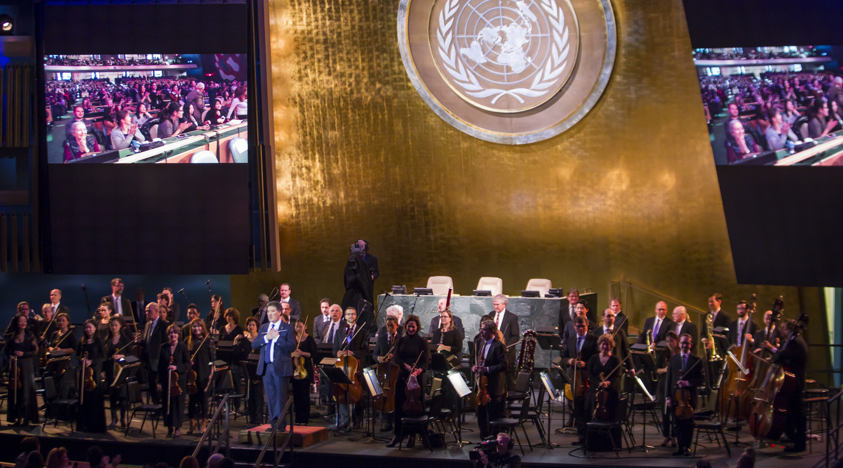 f1ddb8777dd50 Alan Gilbert and the New York Philharmonic believe in the power of music to  heal, build bridges, and unite across borders. From the free performance of  ...