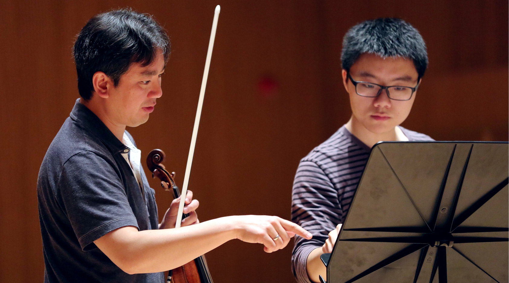 Concertmaster Frank Huang Leads Shanghai Orchestra Academy String ...