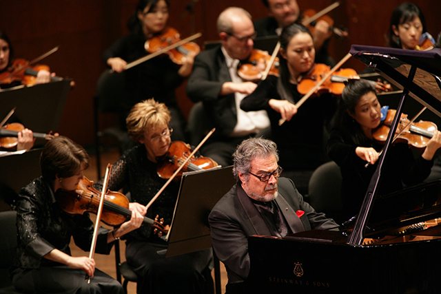 Leon Fleisher performing Hindemith's Piano Music with Orchestra, then Music Director Lorin Maazel conducting, 2006 (photo by Chris Lee)